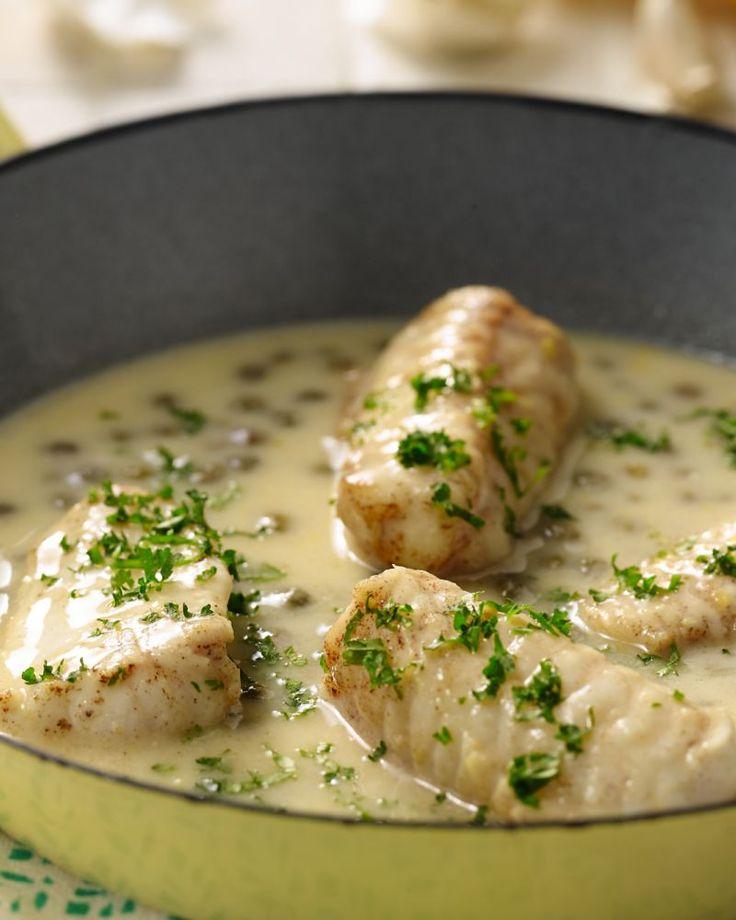 Zeeduivel is een heerlijk stevige en sappige vissoort, en komt helemaal tot zijn recht in witte wijn-citroensaus. Serveer met een aardappelpuree met kruiden