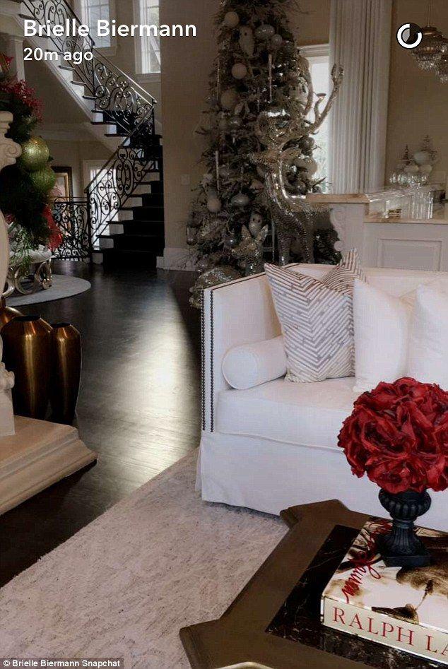 christmas decorations office kims. Kim Zolciak-Biermann\u0027s Teen Shares Snaps Of Mum\u0027s Christmas Decoration Decorations Office Kims E
