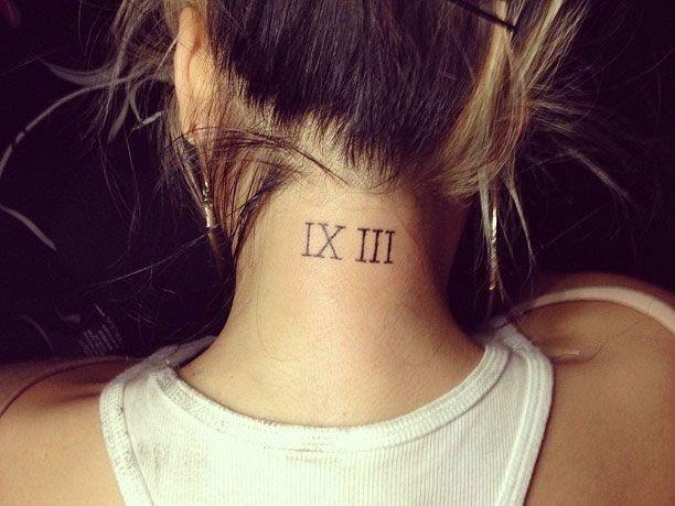 Tatto numeri romani sul collo