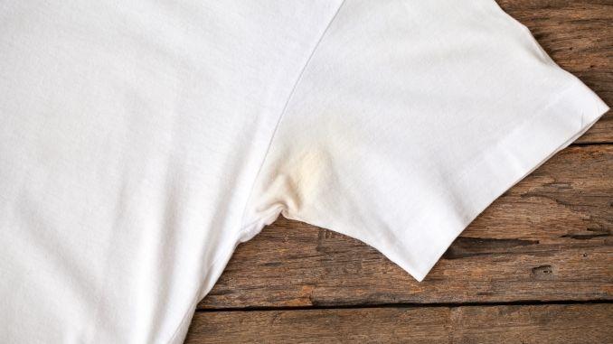 Glycerin auftragen, etwas einwirken lassen und ganz normal in der Waschmaschine bei 60 Grad waschen.