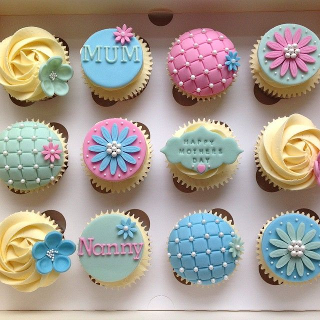 It sure has been a busy few days with all the Mothers Day orders but I am finished #Mothers#Day#Cupcakes