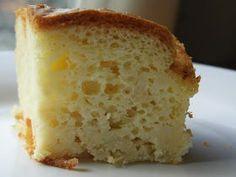 Receita da massa de torta salgada. Super simples, fácil e rápido. A massa fica fofinha como de bolo. Experiente.