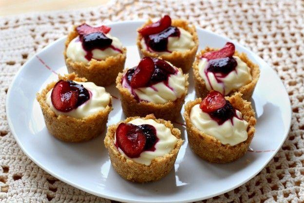 Mini-cheesecake alla ciliegia senza cottura