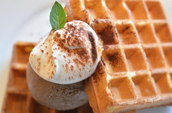 Waffle ricetta base: la preparazione di Buddy Valastro