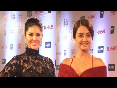 Sunny Leone & Surveen Chawla at Filmfare Awards 2016.