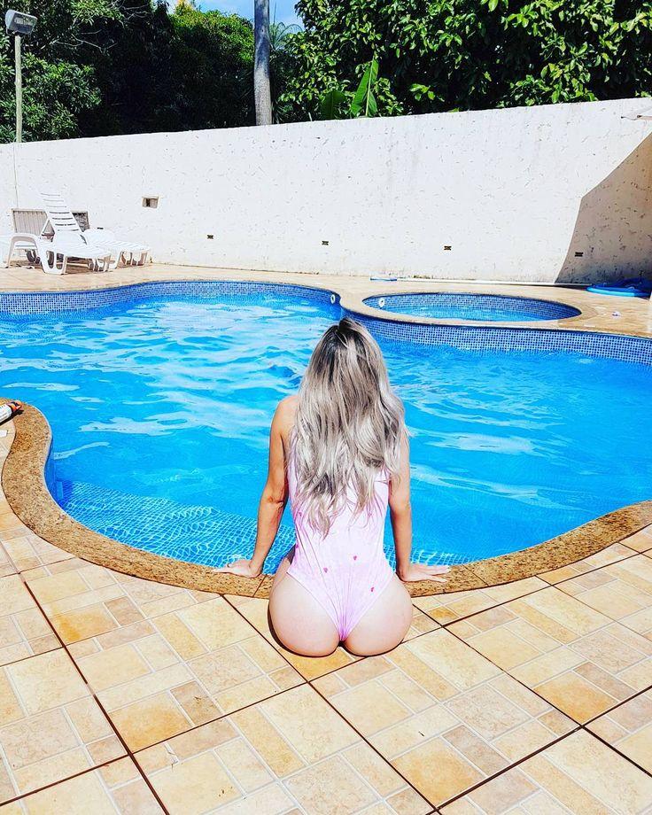"""3,660 curtidas, 2 comentários - Blog da Nina (@marinabastossouto) no Instagram: """"Paz pra alma é a gente que traz! 💕🏖🦄💐 . #moda#blogueira#estilo #calor #piscina #tudodebom…"""""""