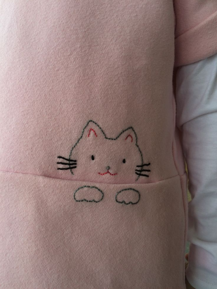 Adorable cat embroidered on the pocket of the Oliver +S Lunch Box Tee | Flickr - Photo Sharing!