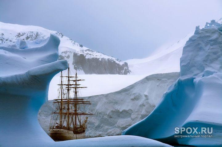 Фотограф Рене Костер совершил путешествие на Южный полюс на паруснике «Европа», спущенном на воду более 100 лет назад. Свой фотопроект он назвал просто и лаконично – «Антарктика» («Antarctica»).  Барк…