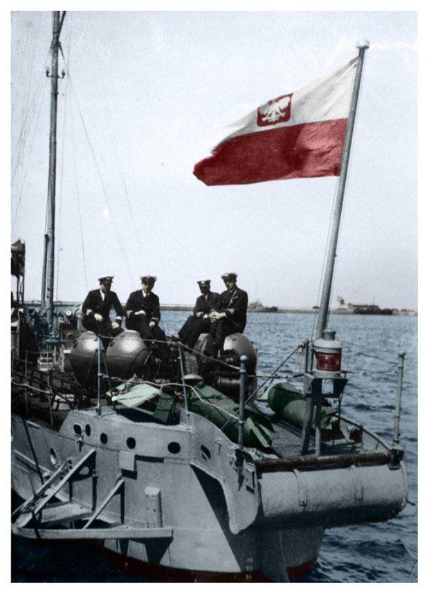 Zdjęcie numer 3 w galerii - Niezwykłe zdjęcia MW po raz pierwszy w kolorze. ORP Błyskawica, wodnosamoloty i polscy oficerowie