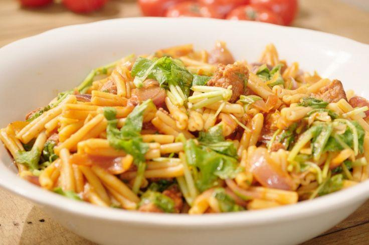 pasta italiaanse worst en tomatensaus