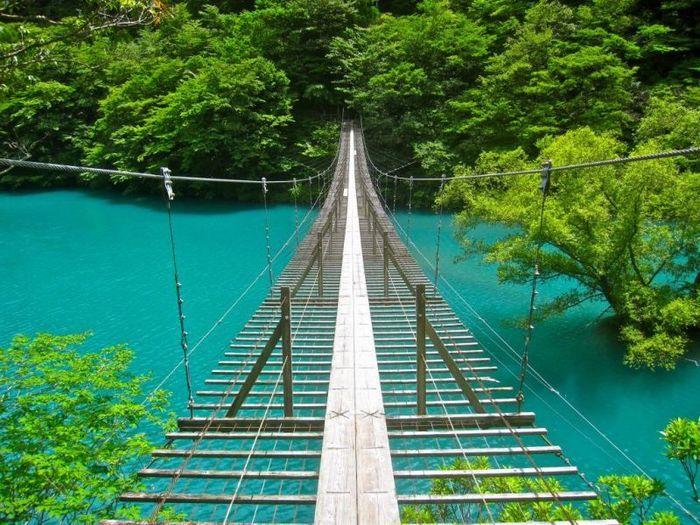 「夢の吊り橋」は、一度に10人しか渡る事が出来ません。そのため行楽シーズンになると、長い行列が出来る事も。吊り橋の真ん中で恋のお祈りをすると、夢が叶うんだとか。