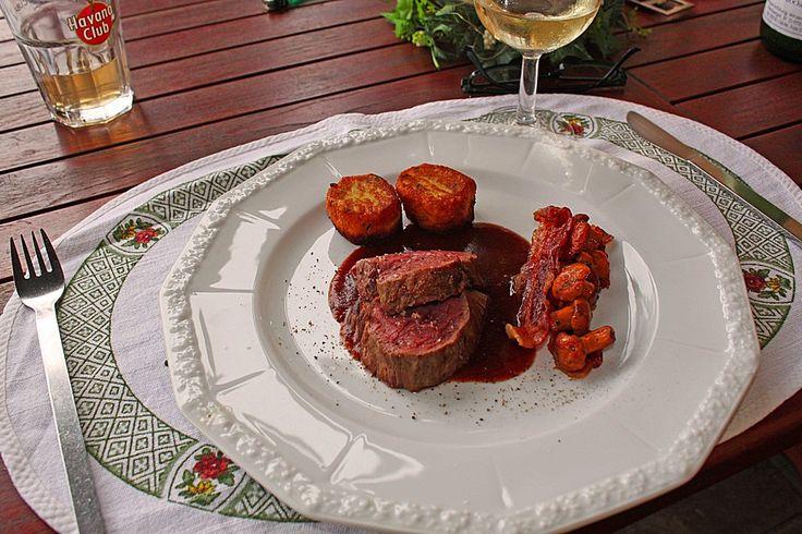 Rinderfilet mit Pfifferlingsauce, Pfifferlingen und Kartoffelplätzchen