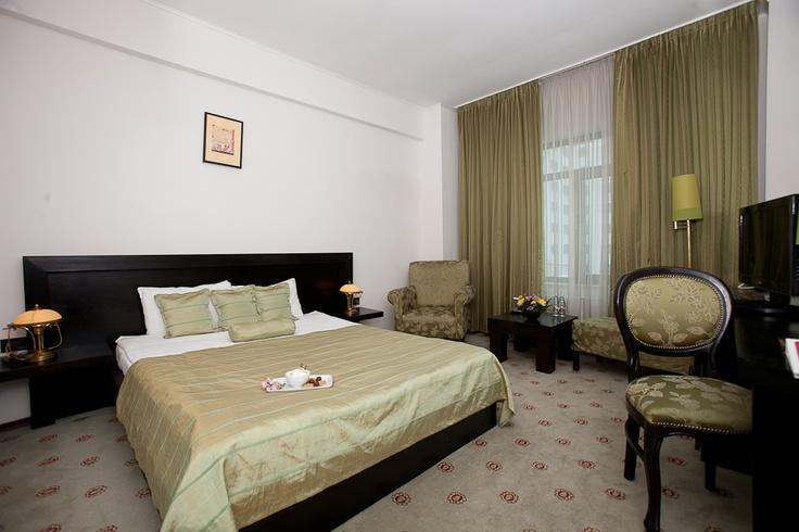 beige king bed room