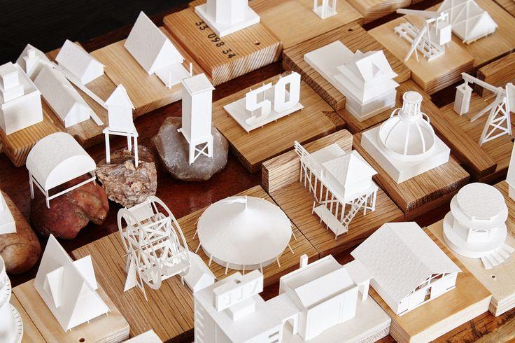 Découvrez le projet de cet écossais qui découpe, assemble et anime un nouveau bâtiment de sa ville en papier chaque jour.