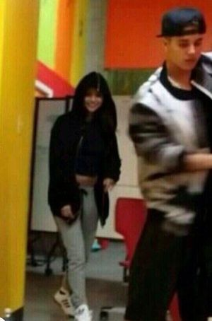selena gomez and justin beiber new dance studio pics | ... Gomez insieme in Texas | Justin Bieber Selena Gomez dance studio