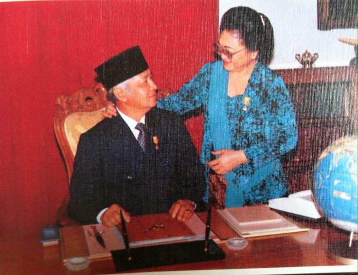 Kisah Cinta Soeharto Anak Desa - Hartinah Anak Nigrat, Minder Pada Pandangan Pertama.