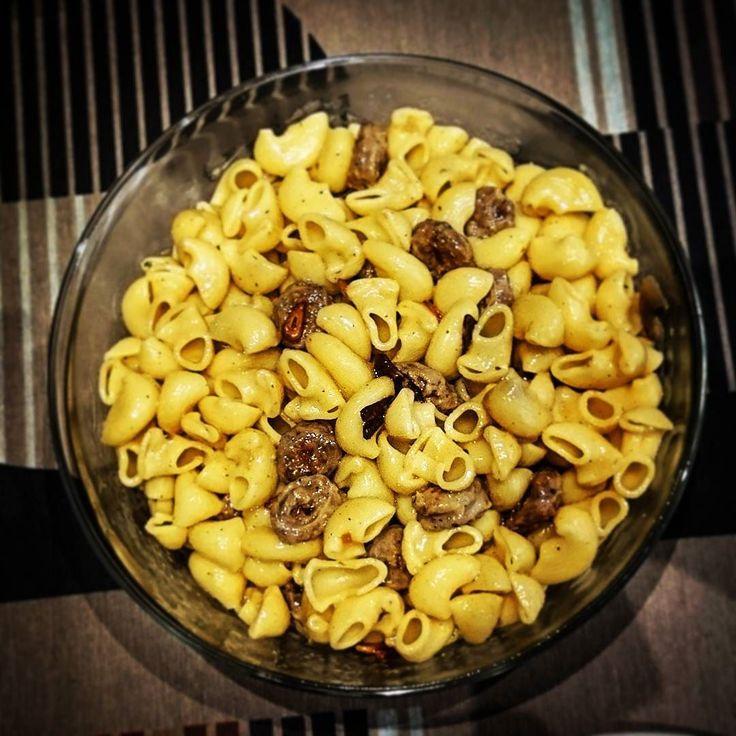 #pasta #tiburones   elreceton.com  #elreceton  #meat #hotfood #hot #delicious #delish  #foodlovers #foodpic #food #foodporn #foodgasm #foodie #recipeoftheday #receta #instafood  #hotoil #chilli #salchicha en rodajas con #ajo y #guindilla