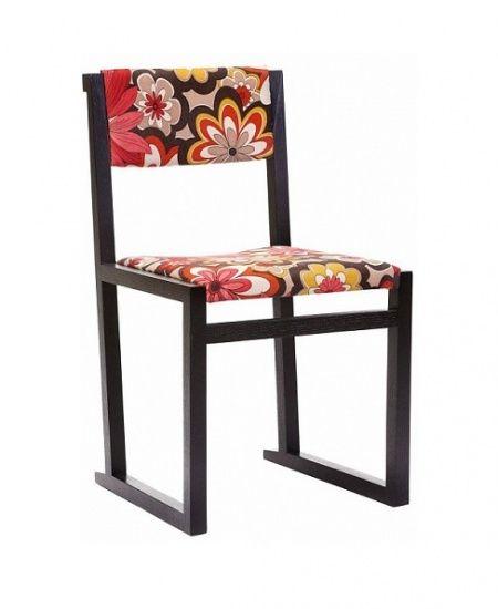 Оригинальный и практичный высокий стул, выполненный из дерева и яркой цветной ткани с орнаментом, станет изюминкой вашего дома. Он с одинаковым успехом украсит собой как современный, так и классический интерьер. Сочетание черного каркаса и яркой обивки смотрится неожиданно и эффектно.  Home Boutique – первая линия мебели DG HOME, которую характеризуют высокое качество, функциональность и  выразительный дизайн.  Большой выбор тканей и дерева, всевозможные размеры диванов, кресел и других…