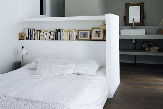 bed idea; bookshelf: Day Beds, Idea, Bedrooms Storage, Beds Head, Bookshelf Headboards, Small Spaces, Rooms Dividers, Home Organizations, Studios Couch