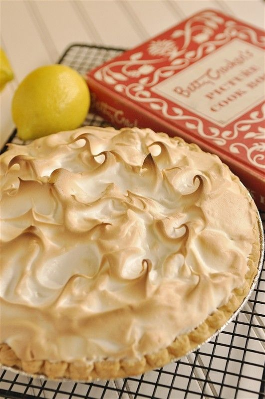 Homemade Lemon Meringue Pie ~ Great tutorial!
