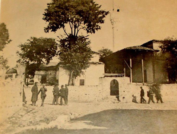 alasonya da bir mahallede yunan askerleri... yıl= 6-10-1912