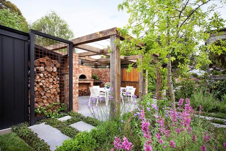 Pergola over entertaining area has sliding wood door at one end, for optional privacy from front yard. Melbourne, Australia.