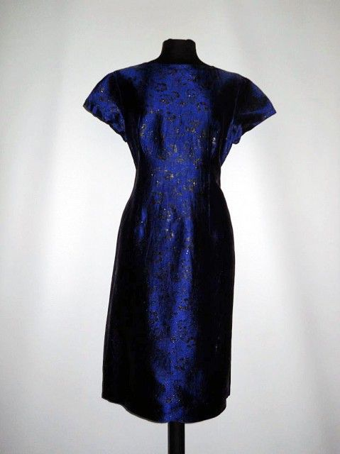 Rochie vintage de ocazie din brocart albastru imperial anii '50 http://www.vintagewardrobe.ro/cumpara/rochie-vintage-de-ocazie-din-brocart-albastru-imperial-anii-50-7494183 #vintage #vintagewardrobe #vintageautentic #vintagedresses #brocade #1950s