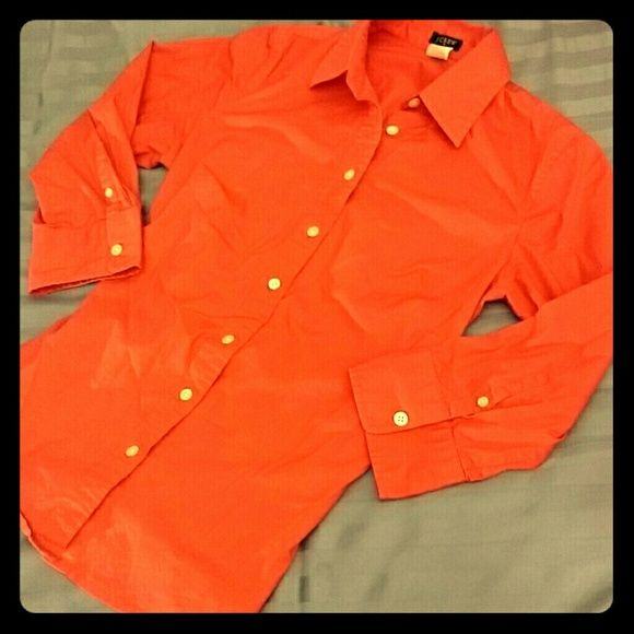 J crew fitted 3/4 sleeve fitted shirt Salmon pink j crew button down shirt. Looks orange in the pictures, but color is definitely more Reddish/pink. Fitted. No damages (small tag hole on the tag, see third picture). Size S. J. Crew Tops Button Down Shirts