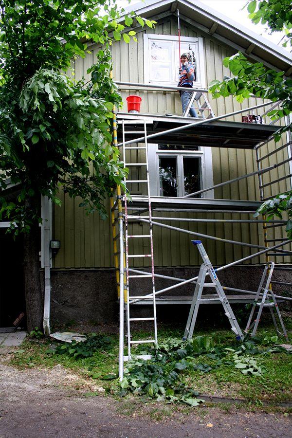 Muuttumisleikkiin osallistunut Huvikumpu on maalattu Tikkurilan Vinhalla ja Panssarimaalilla #muuttumisleikki #tikkurila #talomaali #ulkomaalaus #julkisivu #maalaus #vinha #panssarimaali #vihreä #mummola #vapaaaika #puutalo