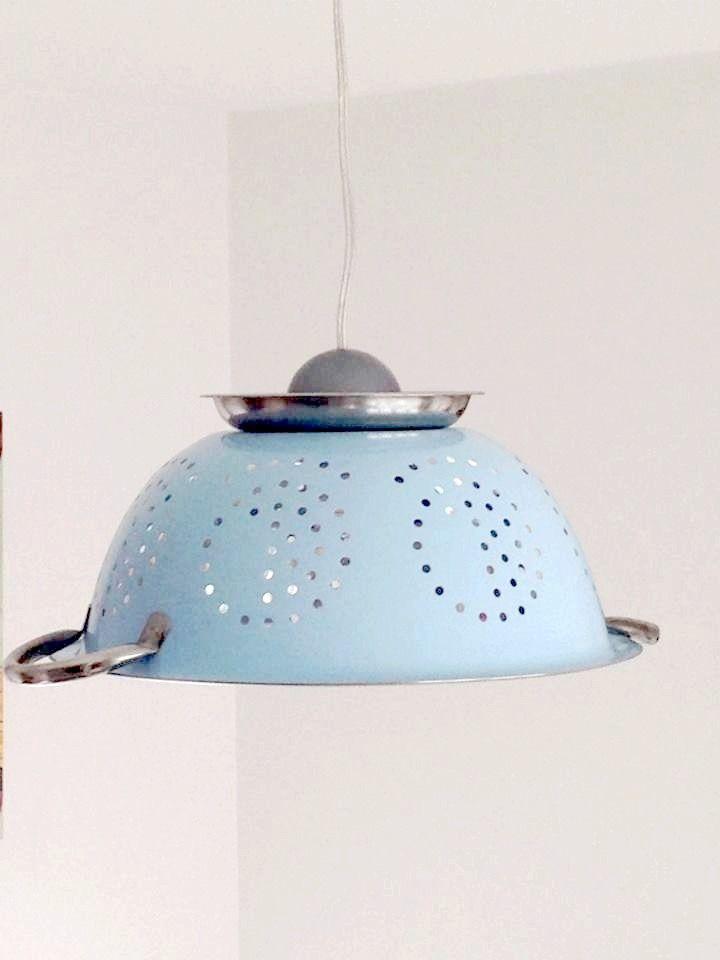 Lampe suspension originale passoire bleue ciel en inox for Suspension originale