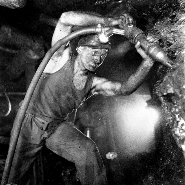 Mineur de fond à l'abattage.
