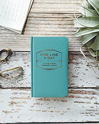 One Line a Day: A Five-Year Memory Book: Amazon.co.uk: Chronicle Books: Books
