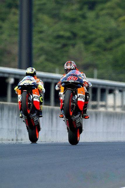Nicky Hayden and Valentino Rossi Japanese GP Motegi 2003