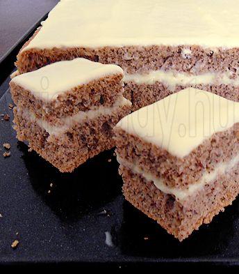 Egyszerű diós sütemény vaníliakrémmel