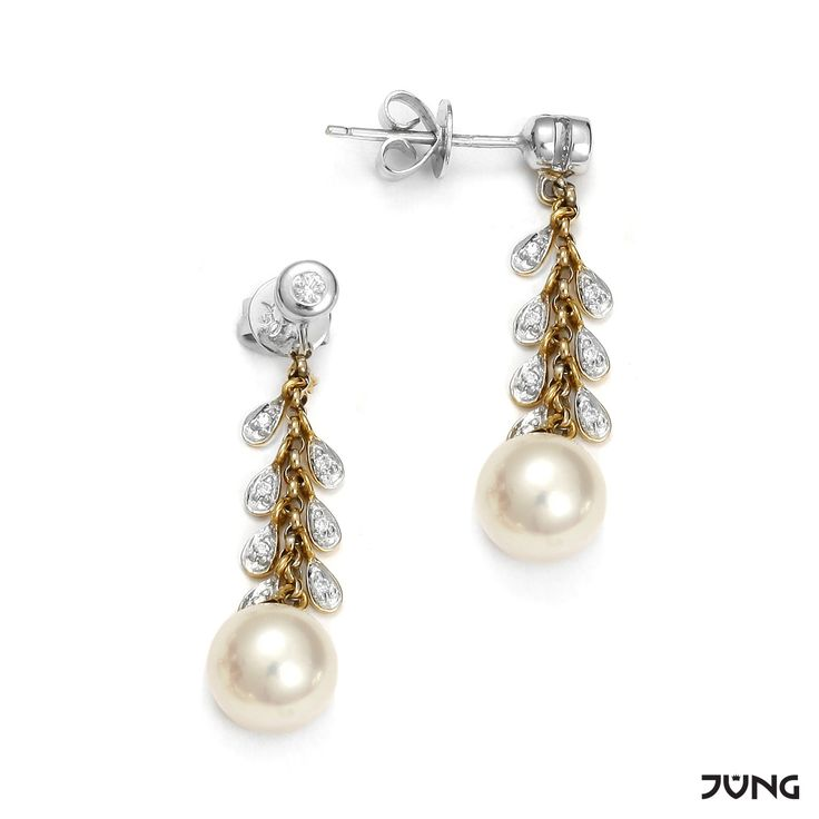 gold earrings with cultured Akoya pearls and 18 diamonds