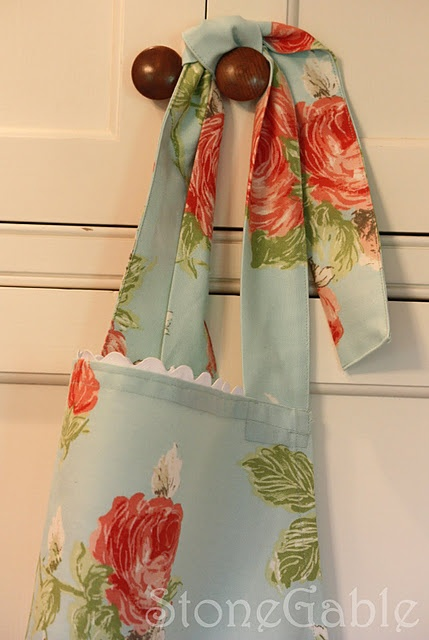 sew an apron: Easy Aprons, Crafts Ideas, Sewing Projects, Simple Aprons, Sewing Ideas, Floral Aprons, Sewing Machine, Aprons Diy, Aprons Tutorials