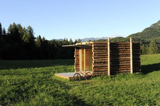 Tento italský minidomek je z dílny © Alessandro Gadotti  Více k bydlení v malém: http://www.drevostavitel.cz/clanek/bydlet-v-malem-dome-myslet-ve-velkem