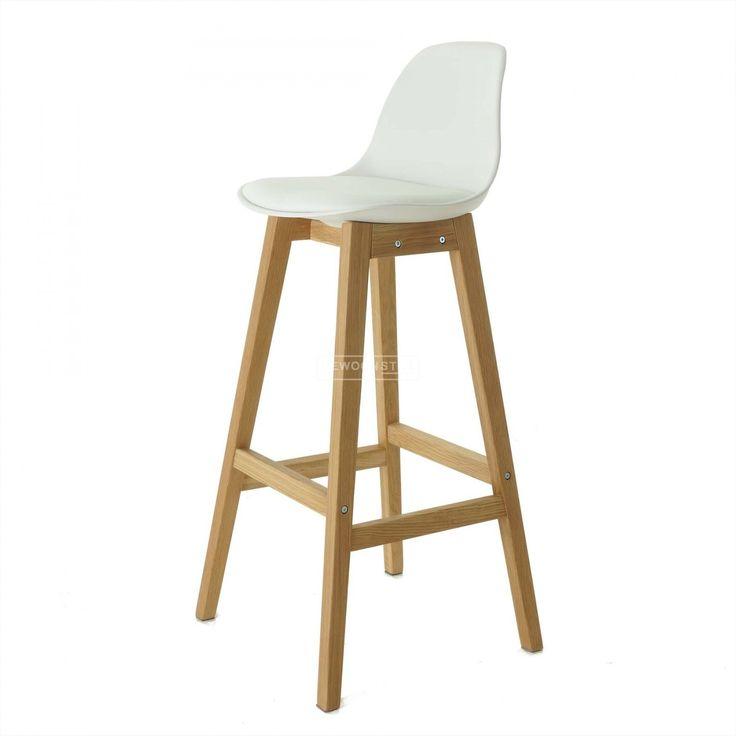 De Drevo Barkruk van Essence is door zijn speelse houten poten en comfortabele kunststof zitting een tijdloze kruk! Het design van deze stoel is natuurlijk prachtig. De robuuste houten poten, samen met het vriendelijke kuipje - je kan niet anders dan er met plezier op zitten. Het zachte kussen zorgt dat je lekker lang kan blijven zitten en dat is precies de bedoeling!