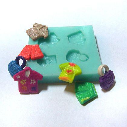 Форма, молд `Одежка` (арт.: 17). Силиконовая форма предназначена для изготовления изделий из пластики / полимерной глины и позволяет сделать 4 возможных вида оттисков. Получаемые изделия объединены общей тематикой.