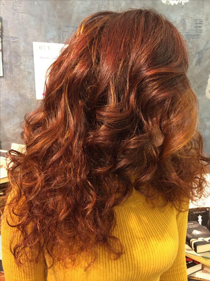 Sfumature personalizzate, firmate degradè joelle! #degradè #tagliopuntearia #hairstyle #wella #davines #leggeretifabella #ootd #longhair #wellastudionyc #looklive #ragusa #viadeimirti29