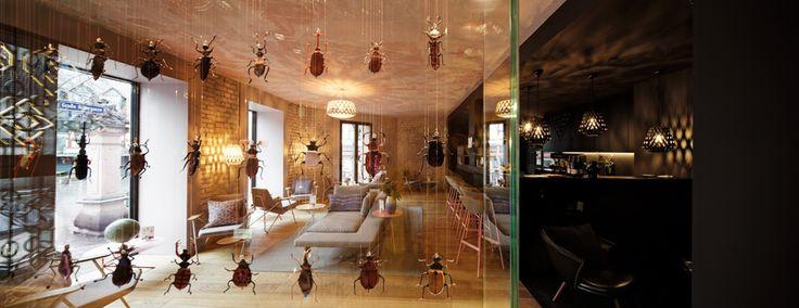 """Gästegemeinschaft nach Frankfurter Art - Das Äppelwoi-Glas lässt grüßen: Das Hotel """"Libertine"""" in Frankfurt am Main will mit Lokalkolorit, WG-Küche und einer fiktiven Geschichte dem Gast das Gefühl geben, zuhause zu sein."""