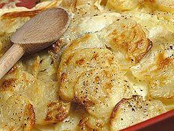 Le VRAI GRATIN DAUPHINOIS. Ingrédients: 1,5 kg de pommes de terre + 100 gr. de beurre + 5 grains d'ail + 3 dl de crème + 1 litre de lait + Sel & poivre + Muscada (facultatif)