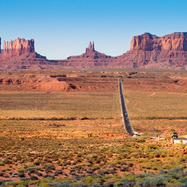 Looking back at Monument Valley on the road. This is around the spot where that famous scene in the movie Forrest Gump was taken. Lots of people stop here and get their pic taken with the backdrop. It is an amazing backdrop I have to say! * * * * #monumentvalley #navajolands #beautifuldesert #forrestgump #monuments #roadtrip #westernroadtrip #outwest #johnwayne #desert #utah #arizona #tbscommunity #femaletravelbloggers #beautifuldestinations #bbctravel #worldnomads #iamatraveler…