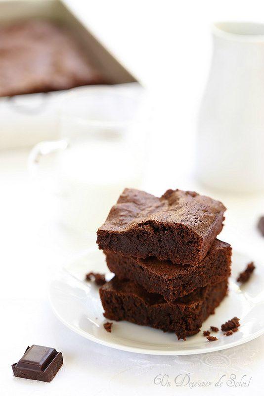 Brownie très fondant (fudgy)/undejeunerdesoleil/C'est un délice chocolaté, intense, qui fond en bouche, un peu dense... une petite merveille et qui ne ressemble pas aux autres fondants au chocolat