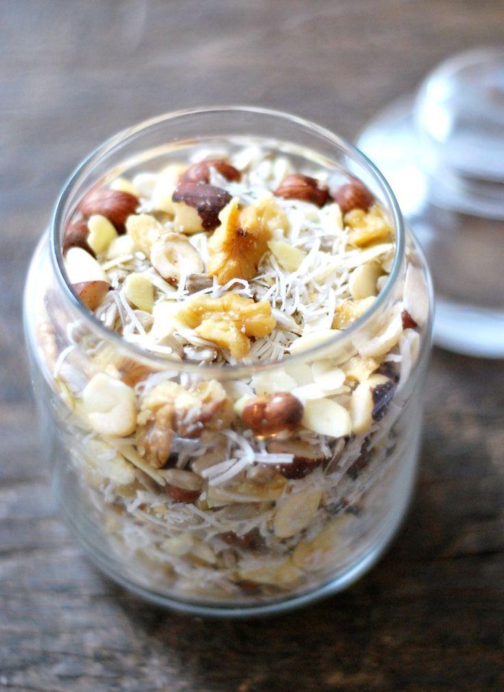 Meu café de manha favoritoantes da dieta LCHFera iogurte com granola, mas uma granolapadrão tem muitos carboidratos… Eu resolvi fazerum substituto super gostosa e simplesem casa, excluin…