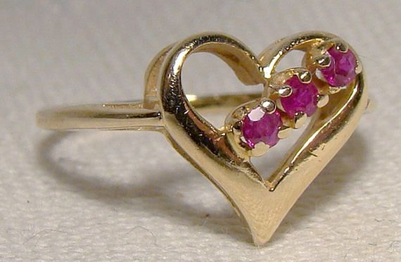 14K Rubies Heart Ring 1970s 14 K 3 Ruby Row Size 7