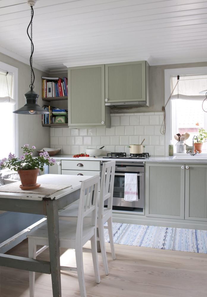 KjØkken: selve innmaten i denne kjøkkeninnredningen er beholdt ...