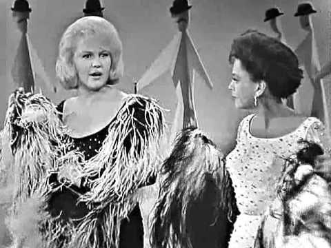 Judy Garland & Peggy Lee - I Like Men medley (The Judy Garland Show) - YouTube