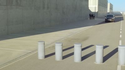 Oh god, this car is going to crash.... oh.... | 22 Optical Illusion GIFs That Will Freak You Out