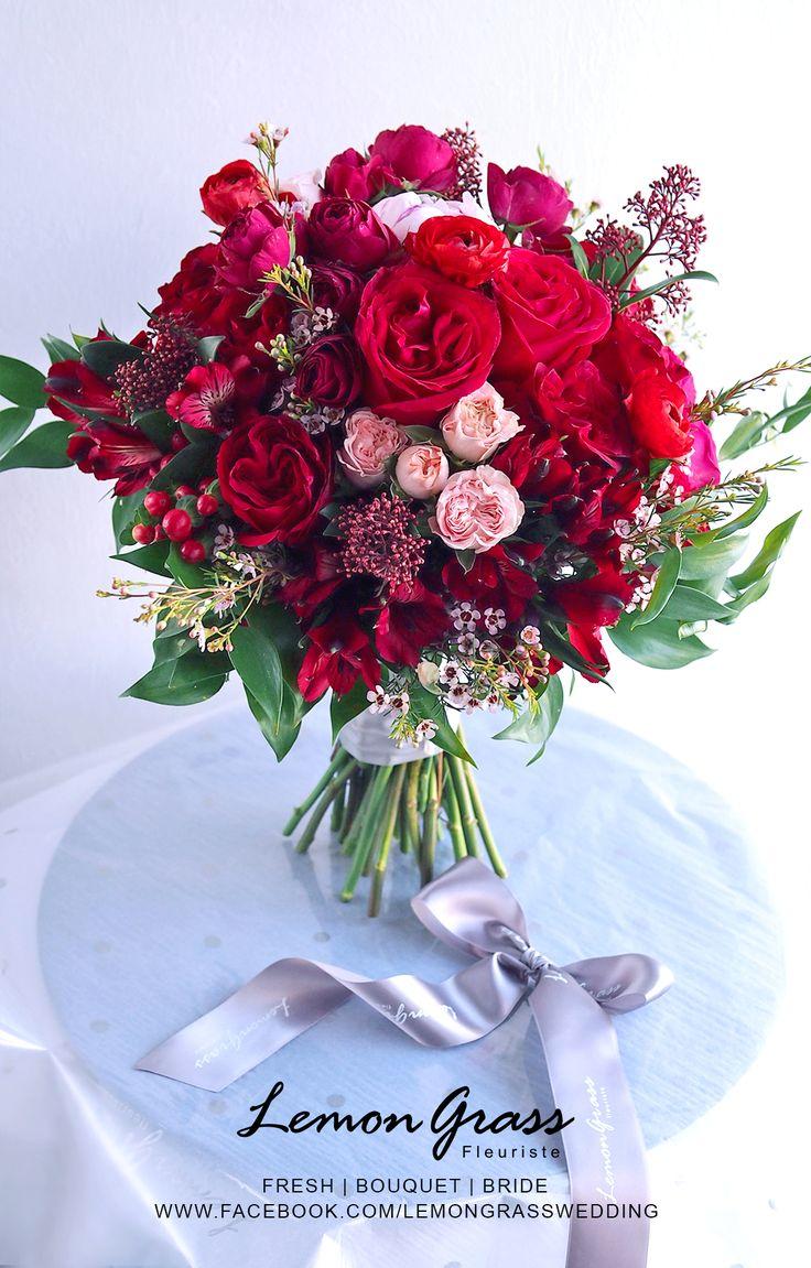 pretty spring wedding bouquet
